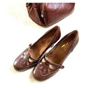 Aerosoles Mary Jane leather shoes 8M